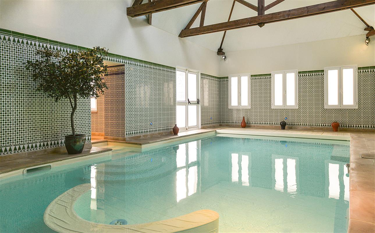 Coffret escapade rituel de soins hotel spa amboise for Piscine hammam sauna